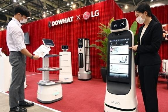 LG전자, '2021 호텔쇼'서 LG 클로이 로봇 선보여